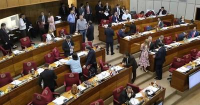 """""""Difícil estirar el carro cuando protegen su kokue"""", senadores lanzan críticas contra medios de comunicación"""
