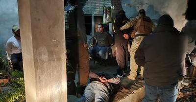 Incautan arsenal de guerra en una casa en Luque y detienen a dos militares