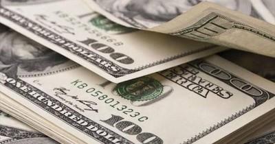 Persistente demanda hostiga al dólar