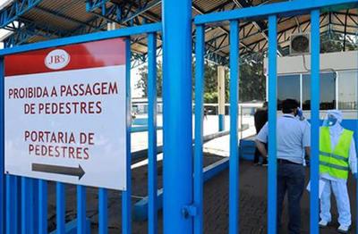 Alerta en Brasil por brote de coronavirus en uno de los frigoríficos más importantes