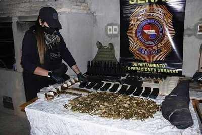 Hallan lote de armas de uso militar y detienen a cuatro personas en Luque