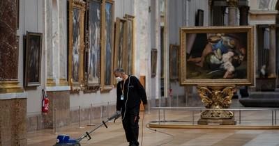 El museo del Louvre reabre el lunes en modo COVID-19