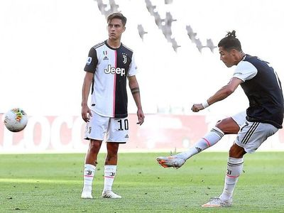 Cristiano y su primer gol de tiro libre en la Juventus