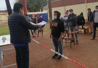 12 paraguayos salen de albergue de Ciudad del Este