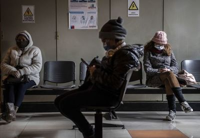 """Chile supera los 10.000 muertos por coronavirus al sumar casos """"probables"""""""