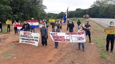 HOY / Pobladores de Caaguazú cierran ruta y exigen pago de indemnización al MOPC