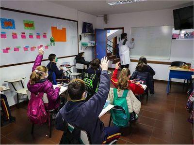 Uruguay, primer país latino que retorna a clases presenciales