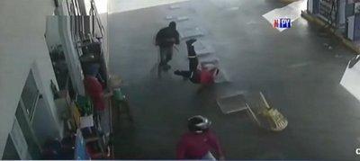 Así atacan motochorros a plena luz del día en Luque