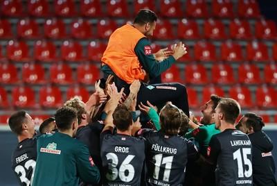 Claudio Pizarro le dice adiós al fútbol profesional