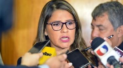Ministra conversó con reclusos de Tacumbú y se controló la situación