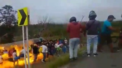 """Colombia: """"Ordeñaban"""" combustible y hubo una explosión: 7 muertos, 40 heridos"""