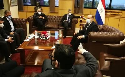 Abdo Benítez se reunió y habló de reactivación económica con la mesa directiva del Senado