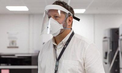 Imprimen mascarillas en 3D para médicos
