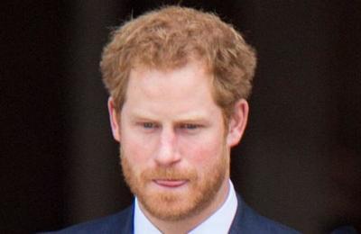 Príncipe Harry pide reconocer los errores del pasado colonial de la Corona británica
