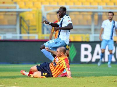 Lazio cae en Lecce y se aleja del título