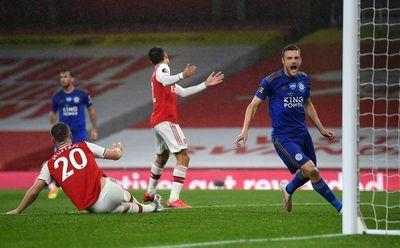 Vardy frena al Arsenal