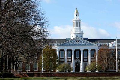 Universidades demandan a Gobierno de EEUU por norma para visas de estudiantes