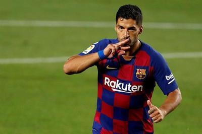 Suárez mantiene vivo al Barcelona y decreta el descenso del Espanyol