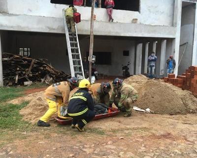 Albañil sufre accidente laboral en Luque • Luque Noticias
