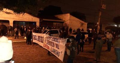 Vecinos de Ñemby protestaron frente a la casa de la Fiscal General del Estado