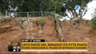 """Cae parte del mirador Itá Pyta Punta ante """"inacción"""""""