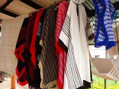 'Ña Muñeca', la fabricante de ponchos en San Miguel