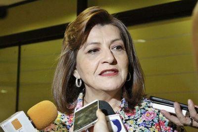 """Senadora defendió a Mazzoleni: """"veo a un médico que está luchando contra una estructura compleja"""""""