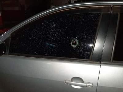 Le intentaron robar el auto, le dispararon a quemarropa y logró huir: El relato de la víctima