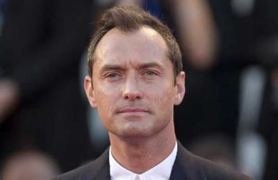 Jude Law sería 'Capitán Garfio' en una nueva película sobre Peter Pan