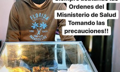 Delantero chulea a la crisis con venta de comidas