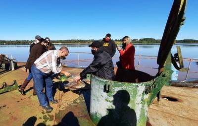 Por segunda vez, MADES y Fiscalía verificaron buque varado en Itapúa
