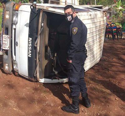 Camión sin frenos  vuelca en una bajada – Diario TNPRESS