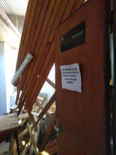 Cae techo en fiscalía de Caazapá