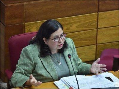 Esperanza Martínez: Administración de Salud Pública está paralizada y habrá desabastecimiento si Mazzoleni no reacciona