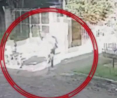 """""""Motochorros"""" intentaron robar una niña en Villa Elisa"""
