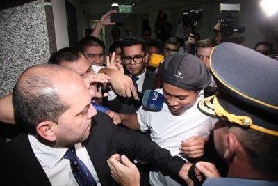 Tribunal de Apelación seguirá proceso penal contra Ronaldinho