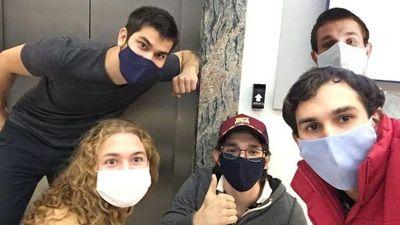 Jóvenes crean prototipo para mitigar contagio en ascensores