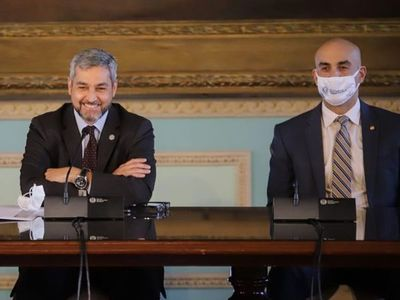 """Abdo celebra """"logros"""" de Salud y minimiza críticas a gestión estatal"""