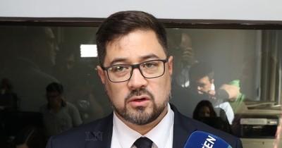 Abogado destaca libertad absoluta del expresidente Cartes y lamenta manipulación del caso