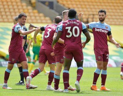 El West Ham de Balbuena golea y encamina la permanencia