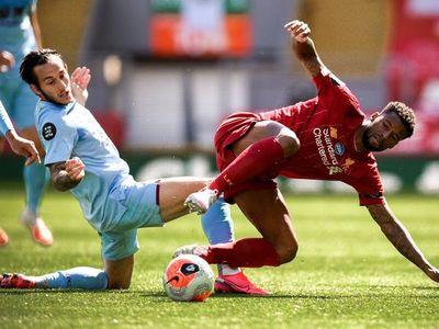 El Liverpool empata y compromete el récord