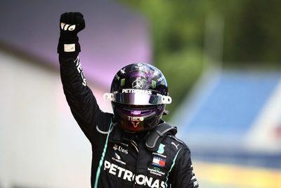 Hamilton logra su primer título de la temporada