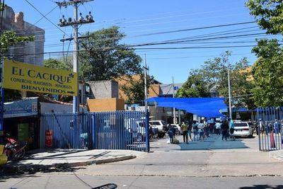 Supermercado cierra sus puertas por dos semanas tras contagio masivo por Covid-19