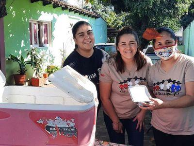 Mientras esperan volver al escenario, Las Paraguayas venden chipa guasu