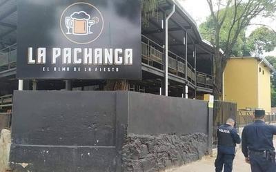 HOY / Fiscalía se constituyó en bar denunciado por aglomeración: registro confirma que entraron 135 personas