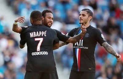 El PSG aplasta al Le Herv en amistoso disputado con público
