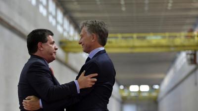 ¡Lluvia de críticas! Visita de Macri a Cartes, sin que deba cumplir cuarentena, desata furia en las redes