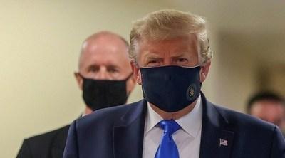 Trump fue visto usando tapabocas por primera vez desde el inicio de la pandemia