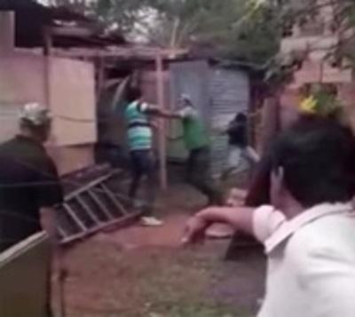 A golpes de palo desalojaron a una familia en Itauguá