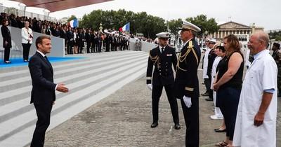 """Francia celebra el 14 de julio en """"versión COVID"""""""